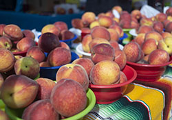 Peaches at the farmers' market