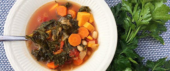 Vegetarian White Bean and Kale Soup